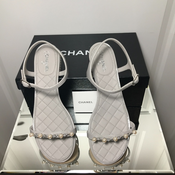 6bc60371d74 NWT Chanel Pearl Patent Calfskin Sandals Grey